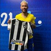 Presidente do Botafogo dá camisa oficial de presente para Neymar: 'Vestiria bem'