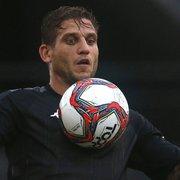 Liderança, bom na bola aérea e fora do auge físico: como Rafael Moura chega ao Botafogo