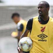 Yago, do Athletico, é oferecido ao Botafogo; Chamusca o conhece do Cuiabá