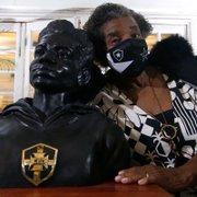 Busto em homenagem a Aída dos Santos é inaugurado na sede do Botafogo