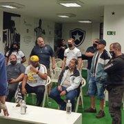 Botafogo justifica venda de PV e garante que Chay não sai; vice: 'Camisa 10 serão os salários em dia'