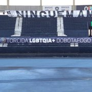 Faixa da torcida LGBTQIA+ do Botafogo estreia no Nilton Santos neste sábado