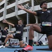 Aceitariam de volta? Fora dos planos do Botafogo, Barrandeguy é clicado integrando treino da equipe profissional