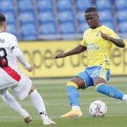 Botafogo entra em acordo com Almería e encaminha contratação por empréstimo do lateral Jonathan