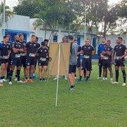 Hugo se junta à delegação do Botafogo para duelo contra o CRB; Ronald não preocupa