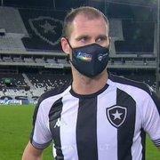 Carli celebra gol em reestreia como titular e exalta vitória: 'Botafogo merece voltar para a Série A'