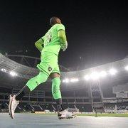 Diego Loureiro fortalece laços com o Botafogo, explica a escolha pelo 29 e exalta Flavio Tenius: 'Melhor do Brasil'