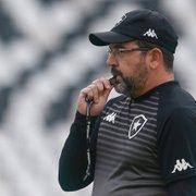 Após quatro vitórias sem sofrer gol, Enderson destaca ajuda dos atacantes do Botafogo: 'Costumo ser muito chato com eles'