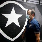 Enderson dá mérito aos jogadores e destaca bom ambiente para explicar 100% no Botafogo: 'Mecânica estava funcionando bem'