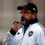 Após ironizar Botafogo na demissão de Chamusca, narrador brinca: 'Enderson Potter tá sinistro'