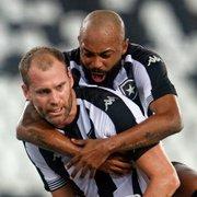 Chay exalta vitória do Botafogo em jogo duro: 'Não conseguíamos trocar dois passes sem levar uma porrada'