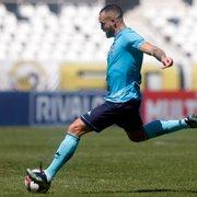 Pedro Castro comenta disputa por posição no meio-campo: 'Quem ganha é o Botafogo'