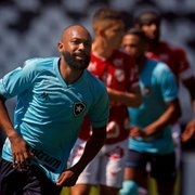 Chay valoriza triunfo sofrido do Botafogo em jogo pela manhã: 'Importante é a vitória, estamos na briga'