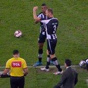 Joel Carli reestreia pelo Botafogo e 'ganha' braçadeira de Kanu
