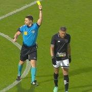 Rafael Navarro recebe o terceiro cartão amarelo e desfalca o Botafogo contra o Remo