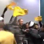 Jogadores do Botafogo comemoram vitória sobre o Coritiba no vestiário do Couto Pereira: 'Vamos, vamos, Fogo!' 🔥