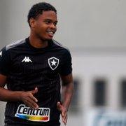 Lucas Mezenga volta a treinar com elenco, e Botafogo mantém interesse em compra