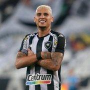 Torcida e protagonismo em caso de acesso são trunfos do Botafogo para renovar com Navarro; Rafael Moura deve sair