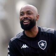 Chay 'estreia' diante da torcida do Botafogo e relembra trajetória: 'Cheguei aqui e não quero regredir'