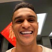 Erik se declara ao Botafogo e espera voltar em 'alto nível' no futuro: 'Falar dessa torcida é algo que arrepia'