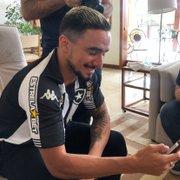 Rafael cumpre promessa de 'dancinha do gordinho' e festeja: 'Botafogo tá embalado'