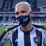 Artilheiro da tarde, Rafael Navarro celebra vitória e fala sobre futuro: 'Vou ficar e ajudar o Botafogo a subir'