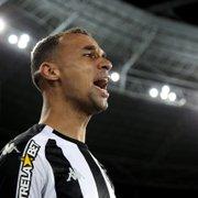 Gerson fica bravo com derrota do Botafogo: 'Quem contratou o Gilvan?'