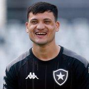 Ronald convoca torcida do Botafogo e celebra poder voltar a jogar: 'Estou preparado e de cabeça boa'