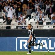 Recém-contratado, Carlinhos se iguala como lateral com mais participações em gols no Botafogo