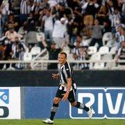Carlinhos celebra primeiro gol pelo Botafogo e exalta apoio da torcida: 'É isso que esperamos deles'