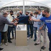 Calçadão Agnaldo Timóteo é inaugurado em frente ao acesso Oeste do Estádio Nilton Santos, do Botafogo