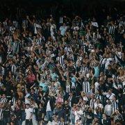 Membro de organizada urina em copo e arremessa na torcida durante Botafogo x Brusque; clube aciona jurídico