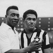 Botafogo parabeniza Pelé pelo aniversário de 81 anos com fotos ao lado de Garrincha: 'Inspiração eterna'