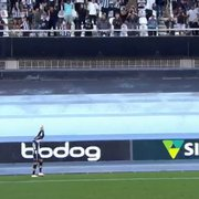 Pedido para renovar: torcida do Botafogo grita 'fica, Navarro' após segundo gol do atacante sobre o Brusque