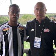 Olheiro de clube dos Estados Unidos vai a jogo do sub-20 do Botafogo e aparece em foto com atacante