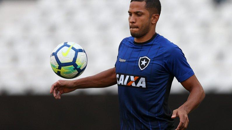 Provável substituto de Carli, Yago é dúvida para o clássico; Marcelo Benevenuto deve jogar