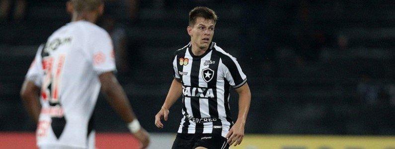 'João Pedro, ex-Atlético-PR, com a camisa do Botafogo