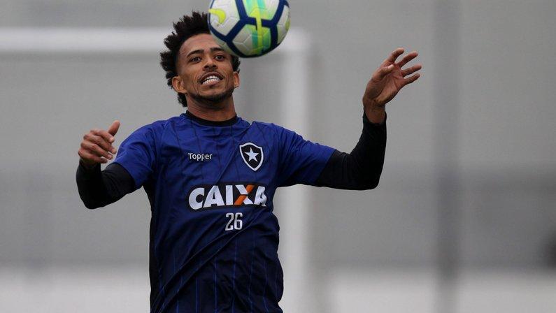 Ex-Botafogo, Luis Ricardo é anunciado em pacotão da Ponte Preta