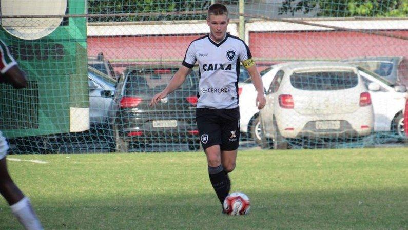 Botafogo não renovará com Gabriel, zagueiro promessa do sub-20