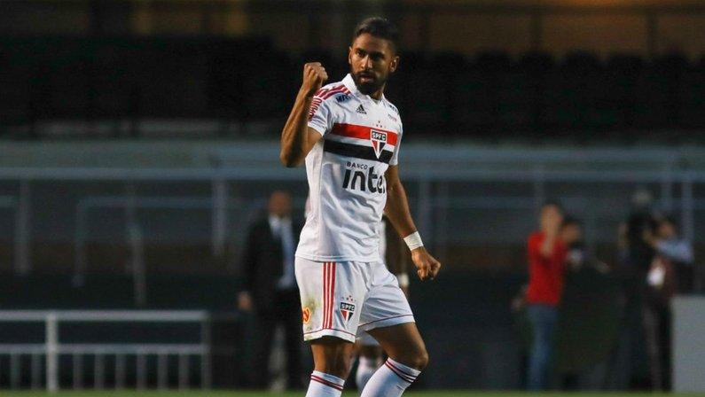 Outrora especulado, Tréllez é emprestado pelo São Paulo para o Internacional