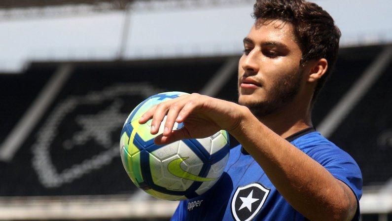 De citado por Tite a vaias das torcida: a instabilidade vivida por Marcinho no Botafogo