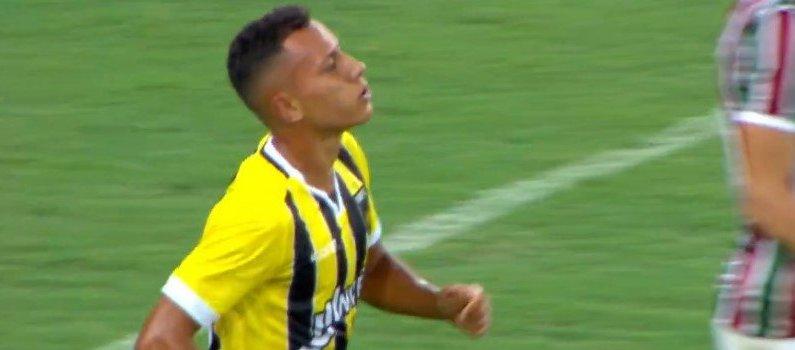 Emprestado pelo Botafogo, Renan Gorne entrou em campo pelo Volta Redonda no empate contra o Fluminense