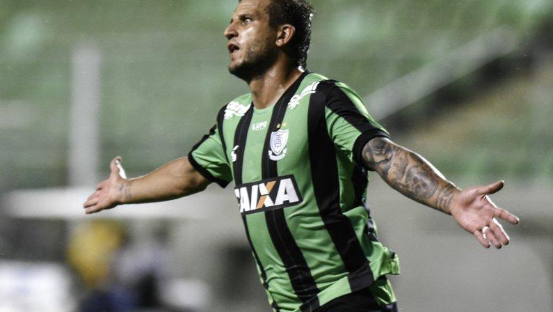 Outrora especulado no Botafogo, Rafael Moura está próximo de voltar ao Goiás
