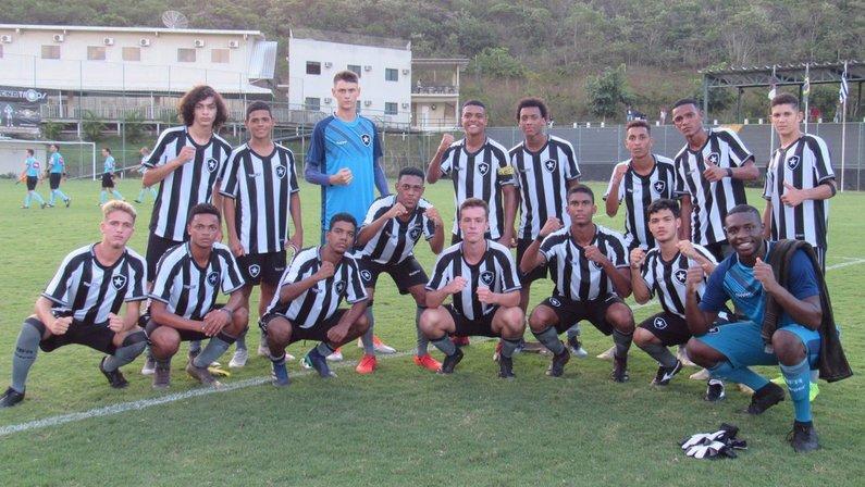 Joia de 15 anos, Matheus Nascimento marca em vitória do Botafogo na estreia do Brasileiro sub-17