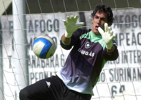 Por caso Roger, Justiça penhora parte da premiação do Botafogo pelo 15º lugar no Brasileiro