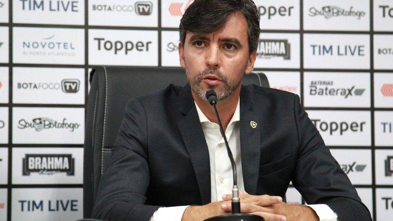 Ex-vice vê CT como 'mais divisor de águas para o Botafogo que S/A' e lamenta politização: 'Atrapalhou'