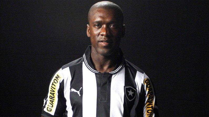 Seedorf, do Botafogo em 2012, é eleito a terceira maior contratação do futebol brasileiro