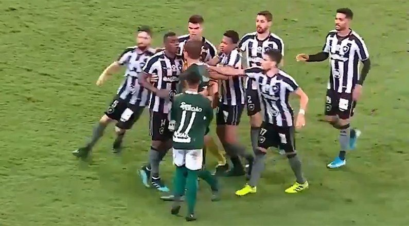 Marcelo Benevenuto e Rafael Moura em Botafogo x Goiás   Campeonato Brasileiro 2019