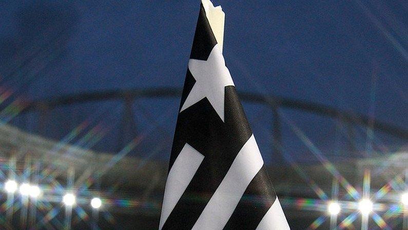 Bandeira do Botafogo no escanteio do Estádio Nilton Santos