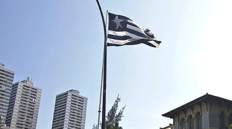 Bandeira do Botafogo na sede social de General Severiano